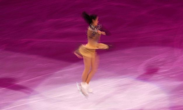 How Ice Skaters Spin Fast And Don't get Dizzy