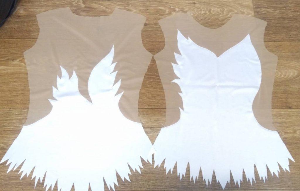 Вырезки служат гидом для нарисования узоров