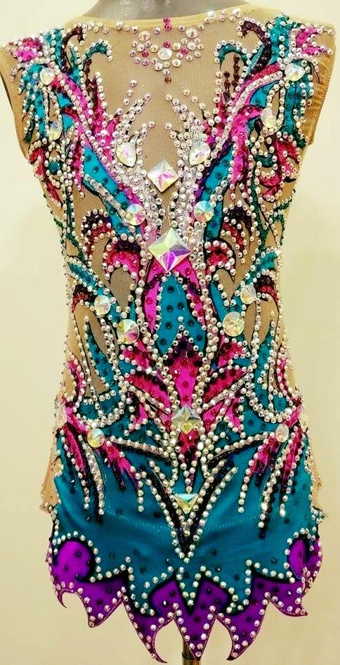 сине-розовое платье с кристаллами для фигуристки