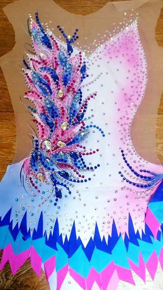 разноцветный макет платья перед шитьем